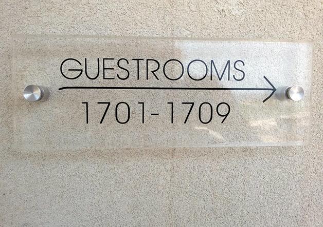 plexiglass σήμανση ξενοδοχείου