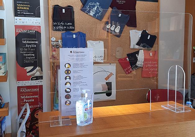 museum plexiglass protection