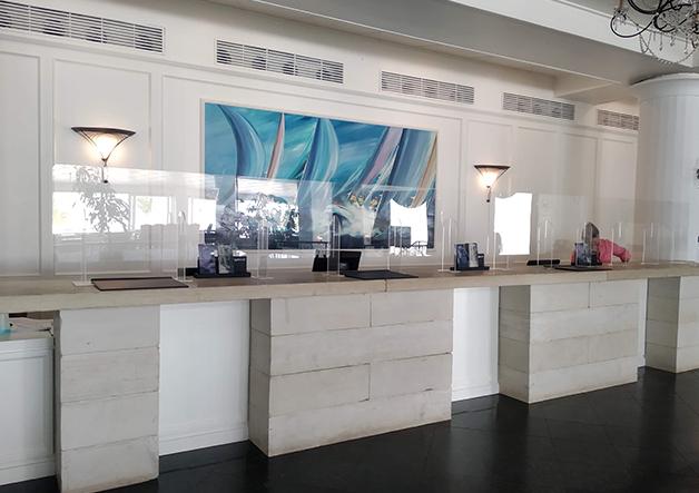 reception ξενοδοχείου- plexiglass stand
